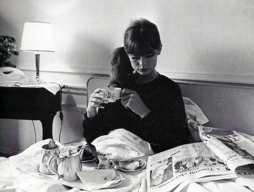 ,,jean,shrimpton,b,w,breakfast,girl,model,vintage-f117a543ed2585efc5eedc0195f1013f_h